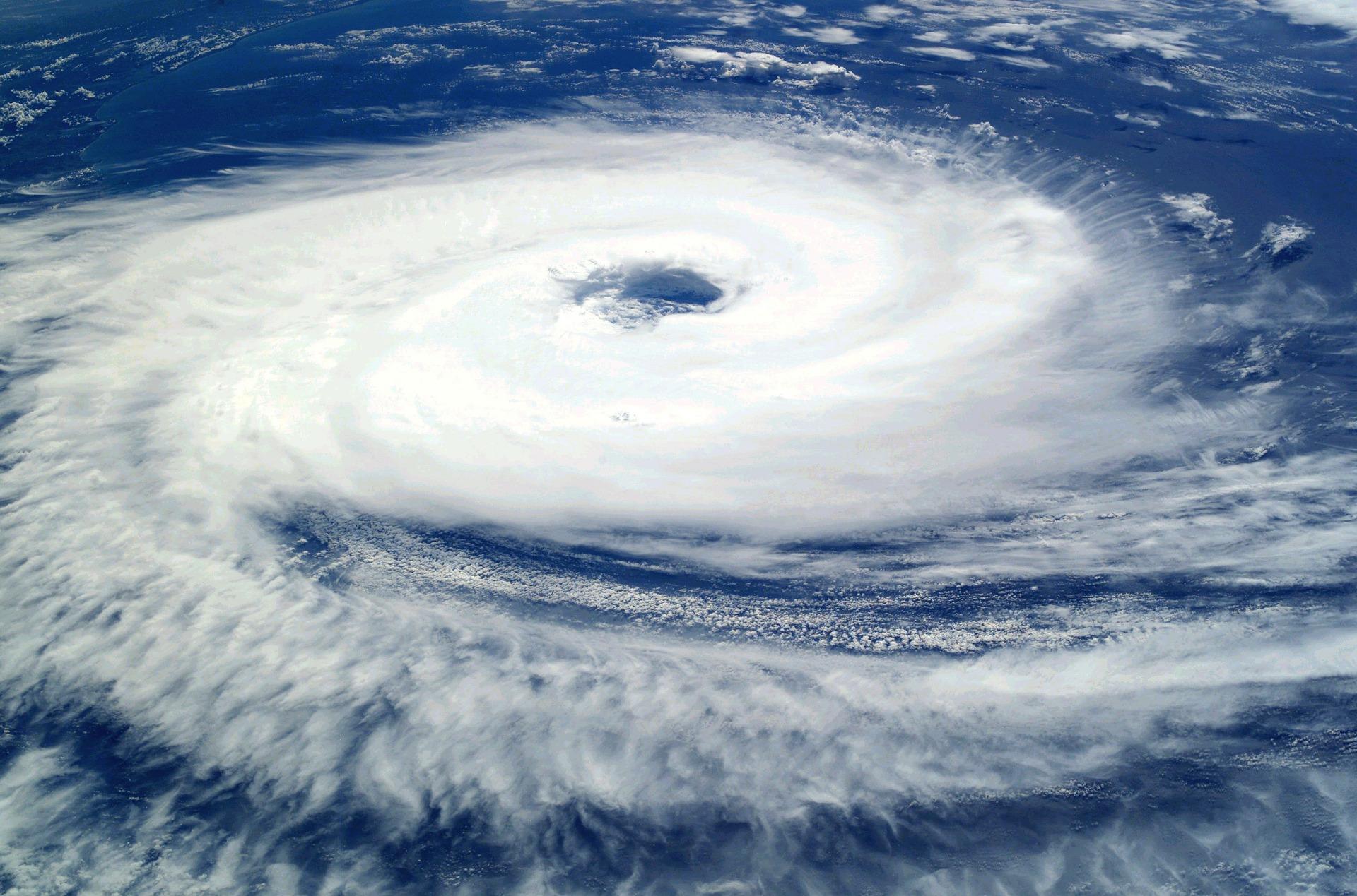 また台風が直撃するけど初デートの予定が入っていて対応に悩んでいる